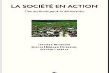 Couverture la société en action